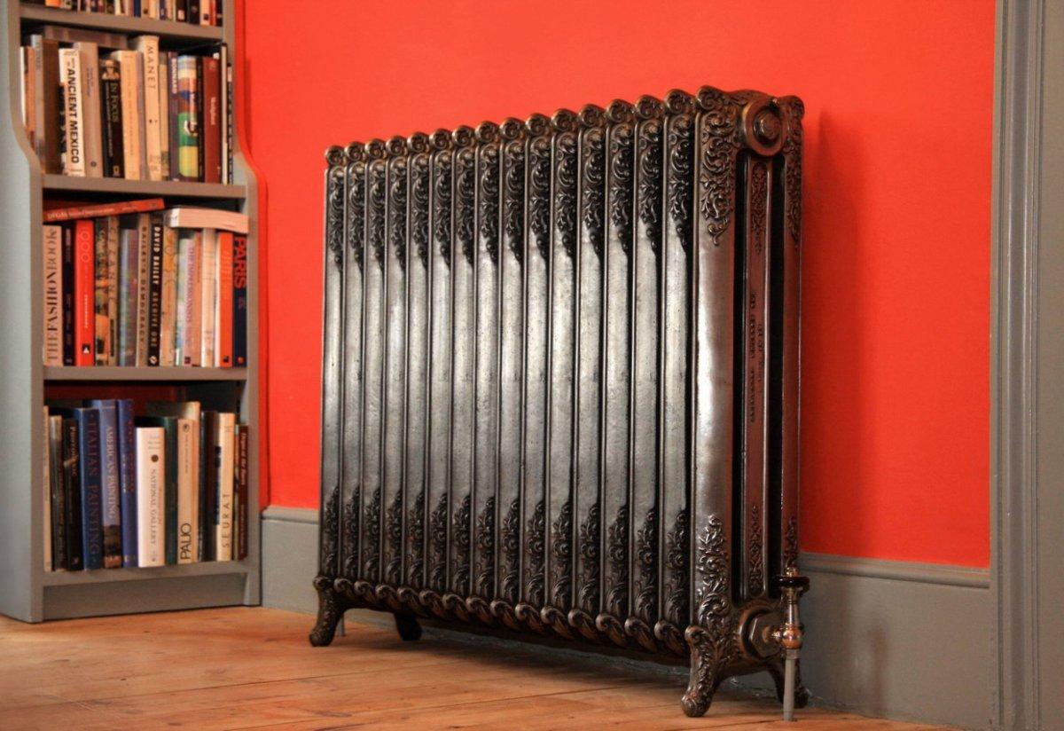 Чугунные радиаторы используют для декора интерьера
